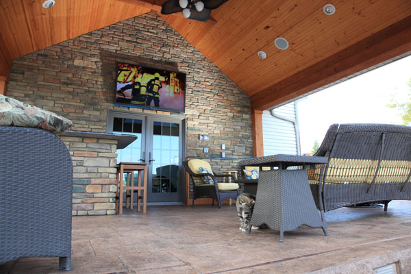 Covered Outdoor Entertainmet TV Patio